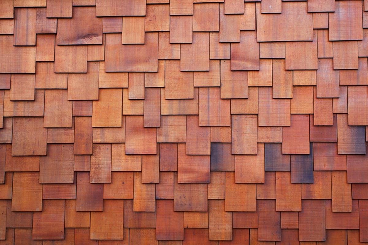 Reemplazo de techo de madera de cedro rojo de cerca